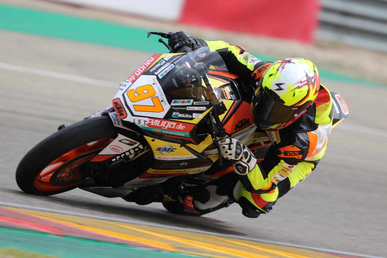 Max Kappler auf seiner KTM RC390 R.