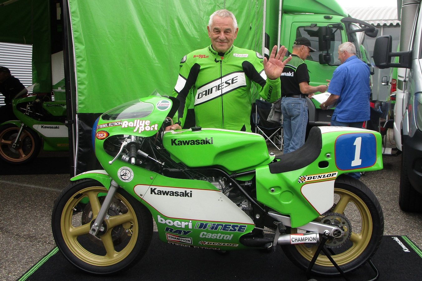 Toni Mang mit seiner Kawasaki - Foto: Michael Sonnick