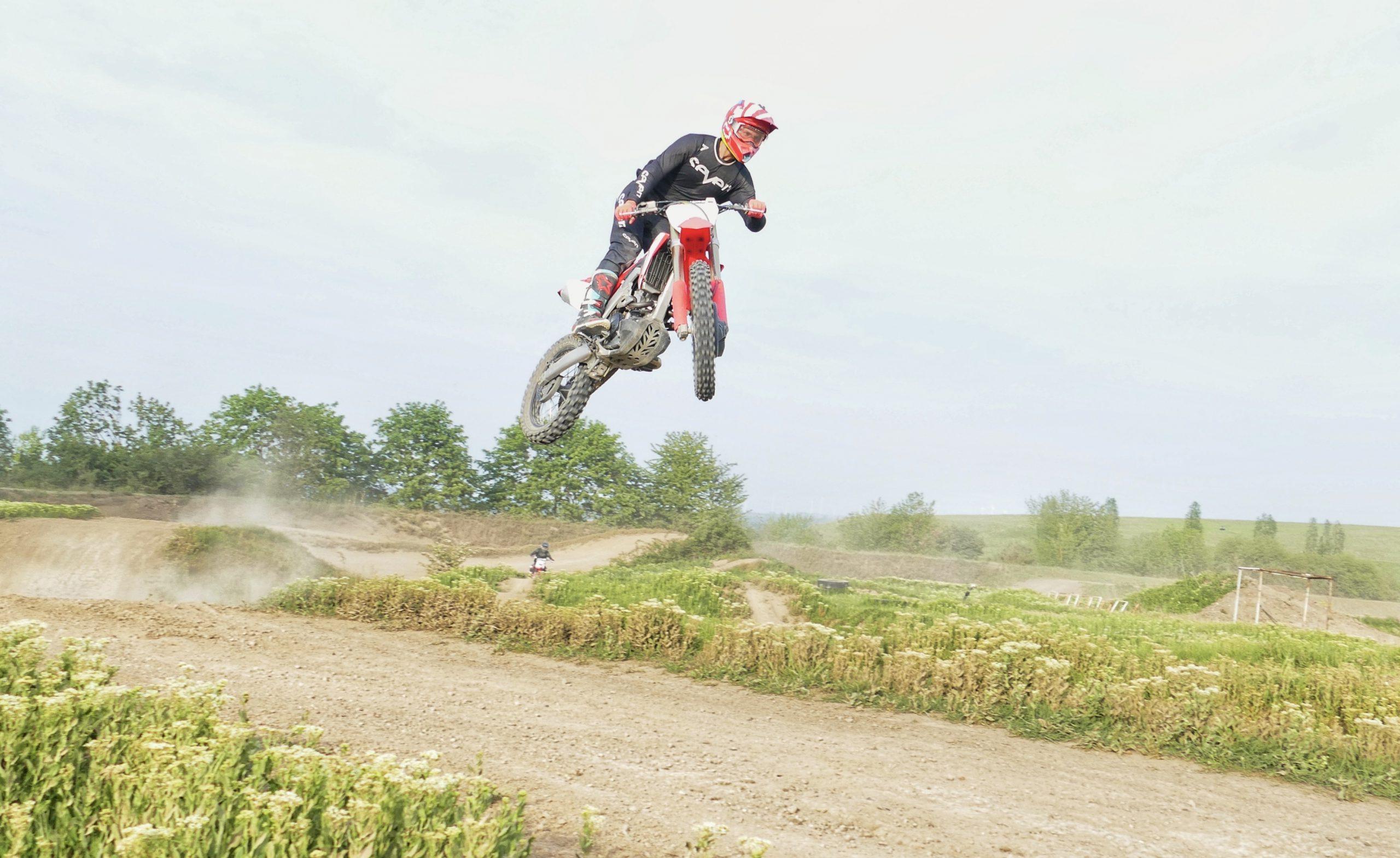 Julian Puffe kann endlich wieder auf dem Bike trainieren. - Foto: ©Julian Puffe